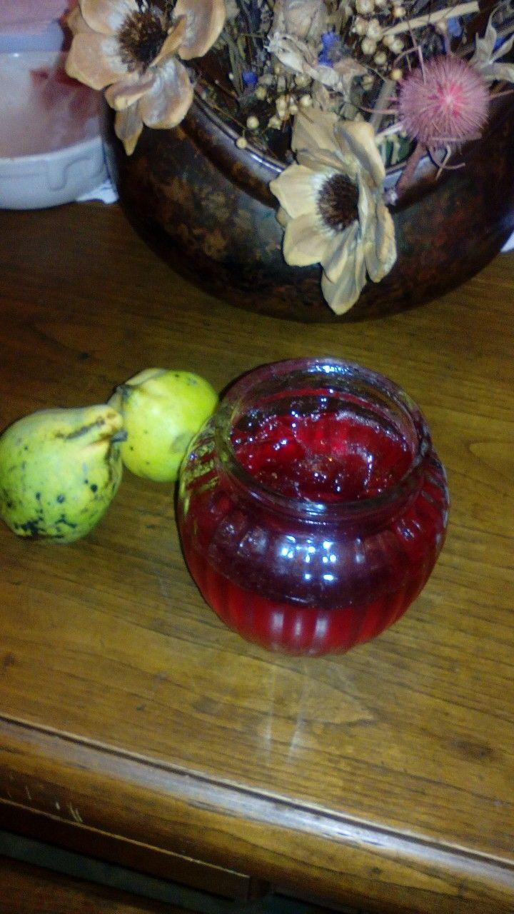 Geleia de marmelos, colhidos na quinta ,feita por mim.  Os aromas dos frutos de Outono  invadem a atmosfera da casa. Uma delícia!