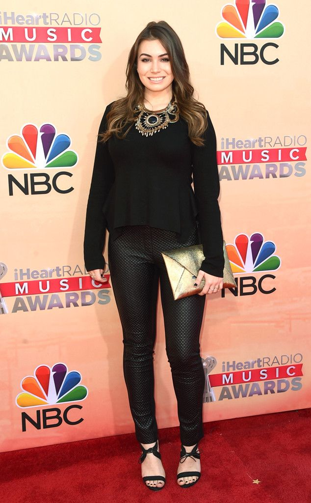 Sophie Simmons from 2015 iHeartRadio Music Awards Red Carpet Arrivals | E! Online #iHeartRadio #RedCarpet #2015