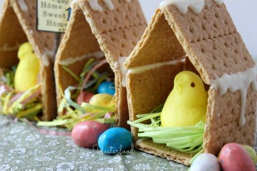 Make your Easter Peeps stand out with these adorable houses that are made with graham crackers and cookie icing.