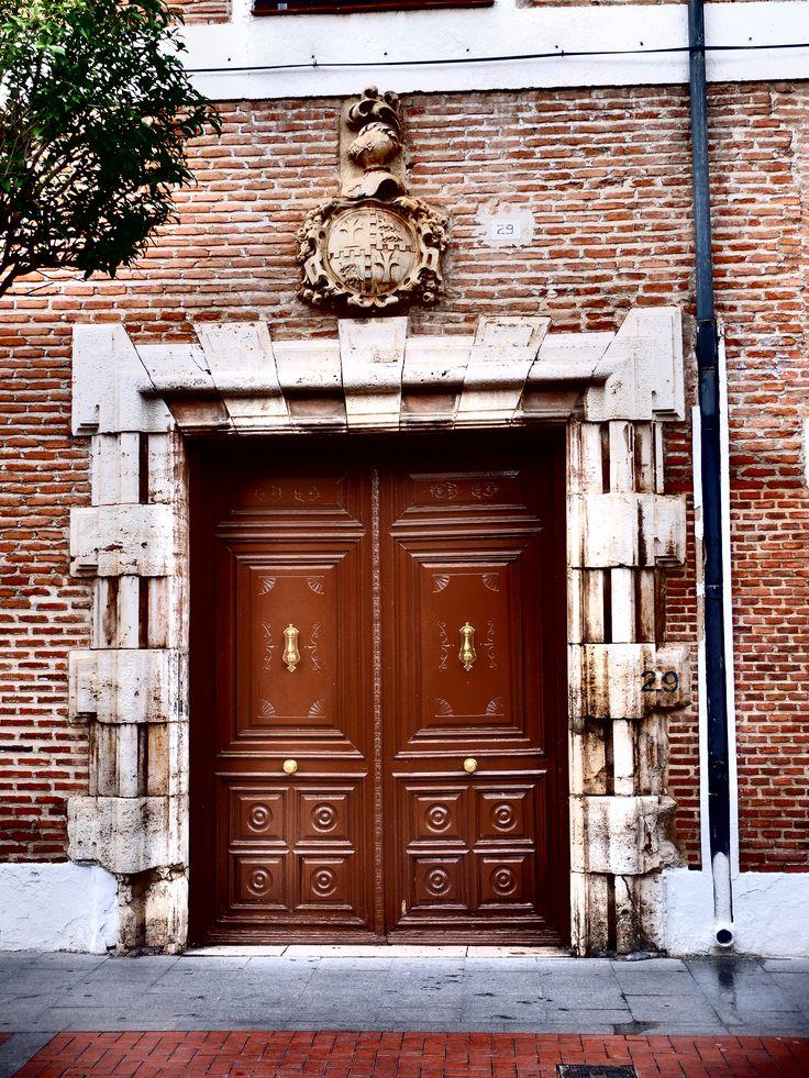 Museo Arqueológico Regional. Puerta lateral