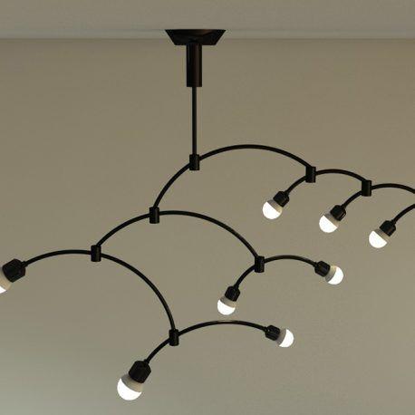 Lámpara de techo inspirada en las obras del artista Alexander Calder. El diseño y construcción de esta pieza permite que la lámpara sea dinámica, para darle a los espacios más estilo y particularidad. Es móvil y esto hace que pueda variar el espacio y las sombras que allí se proyectan.  Esta lámpara puede variar en su posición y distancia entre el techo y los objetos a iluminar.  Recuerda que tu puedes hacer parte de la construcción de estos objetos y modificar este diseño en compañía de uno…