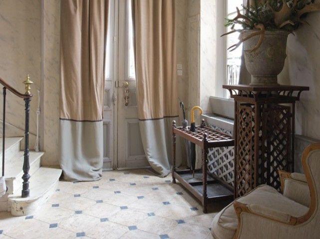 Cabochons en marbre noir hall escalier pinterest for Carrelage en marbre prix