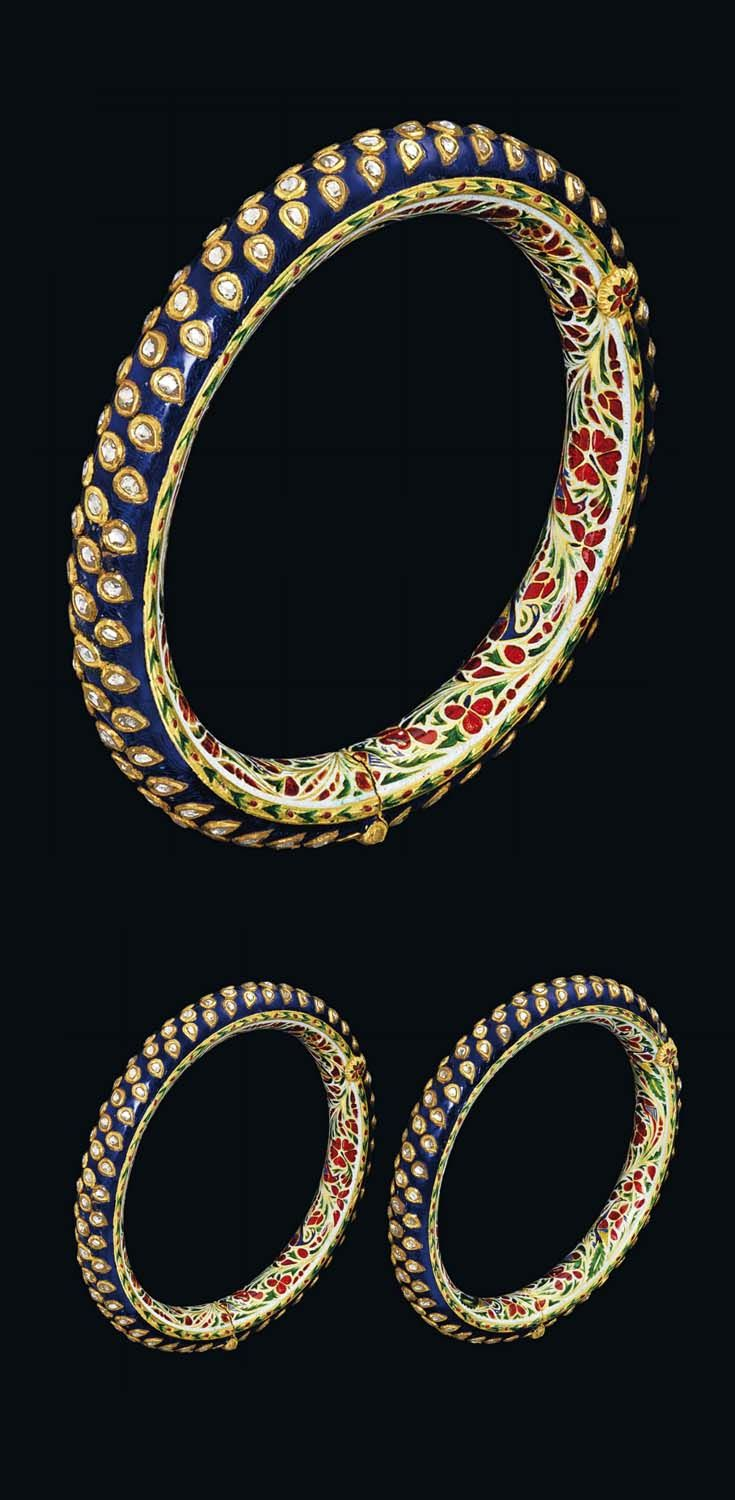 North India - probably Jaipur | Pair of bangles; diamond inset and polychrome enamelled gold. Ø 10 cm | ca. 19th century | Est. 10'000 - 12'000£ ~ Oct '15