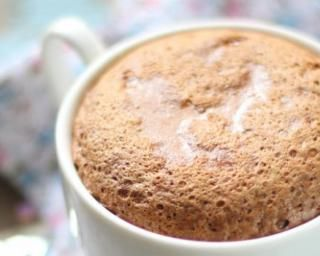 Mug cake light au café : http://www.fourchette-et-bikini.fr/recettes/recettes-minceur/mug-cake-light-au-cafe.html