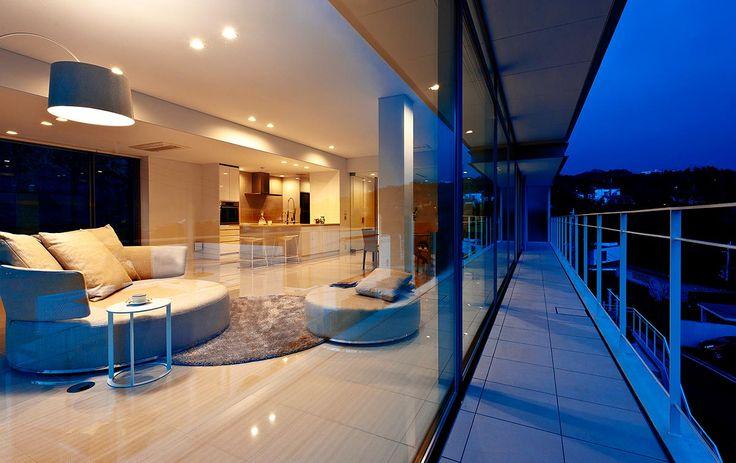 煌びやかに灯をともす街を臨む|建築実例|高級注文住宅│アーネストアーキテクツ