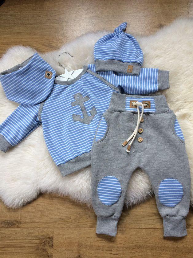 *SOFORT LIEFERBAR!!!!* Sucker süßes 4tlg Babysetchen gr.68 aus gestreiften Jerseystoff und grauem Sweatstoff bestehend aus Sweater ,Hose,Halstuch und der dazu passenden Knotenmütze. Mit sehr...