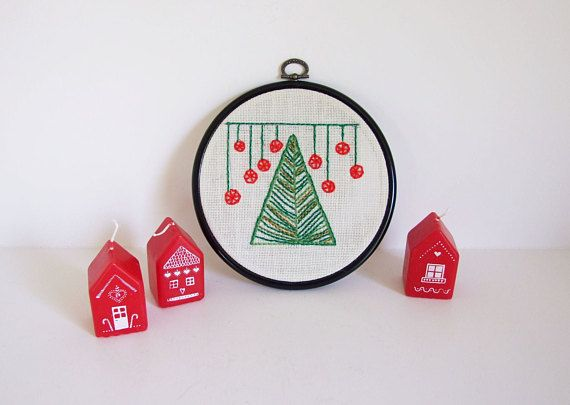 Christmas Handmade hoop embroidery by Tiendanordica // Wall