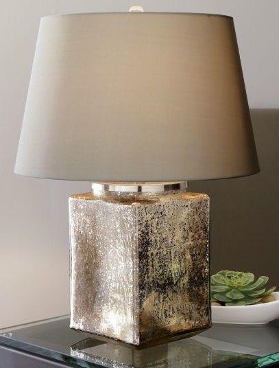 アンティークの水銀ガラスを使用したテーブルランプ。スタンド部分がしっかりした直方体ですので、安定感がありますね。ライトをつけなくても素敵なインテリアになりそう。