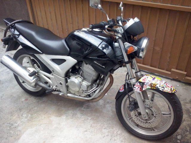 Cbx Twister 250cc Zerada moto parada na garagem
