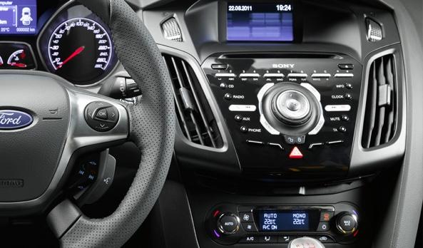 Sin tener que soltar el volante MyFord Touch te da el control. Podrás realizar llamadas, escuchar mensajes de texto y poner tu música favorita.