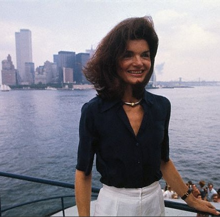 Jackie Kennedy posing in front of the New York City skyline, 1976.
