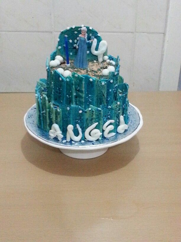 #Elsa Cake #FROZEN  The castle is made out of chocolate meltsxxx