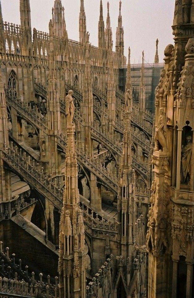 """Миланский собор(Duomo di Milano) шедевр """"пламенеющей готики""""."""