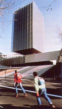 Torre Castelar en Madrid. Rafael de la Hoz. Tectónica nº 10