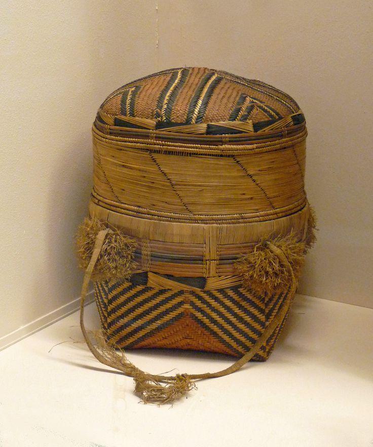 Songye : grand panier. Musée royal de l'Afrique centrale - Musée royal de l'Afrique centrale.jpg