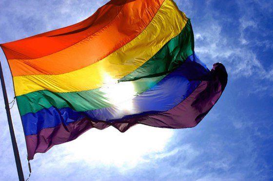 Com uma das mais avançadas legislações   sobre direitos LGBT, casamento gay foi aprovado em 2005 na Espanha  Na Catalunha, nova lei prevê multa de 14 mil euros para agressões contra homossexuais; relembre ações que lutam contra o preconceito