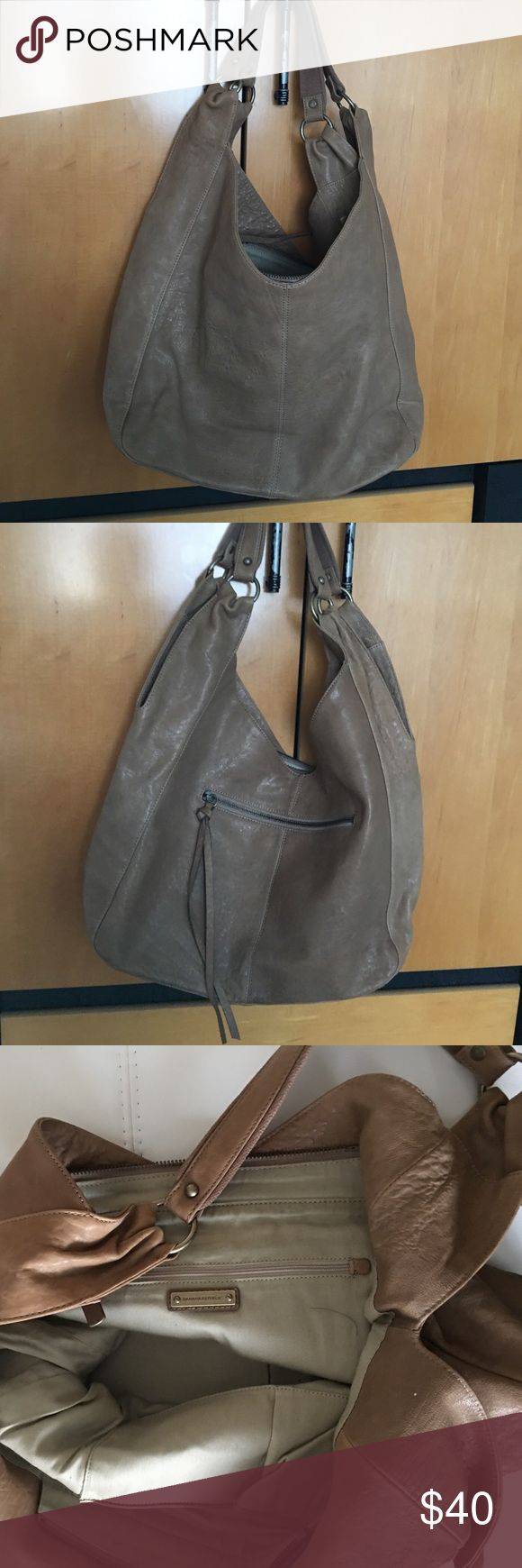 Banana republic purse Banana republic purse . One compartment . 2 zip up pockets , lots of room. Now used, clean inside Banana Republic Bags Shoulder Bags