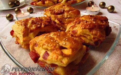 Hagymás-kolbászos-sajtos stangli recept fotóval