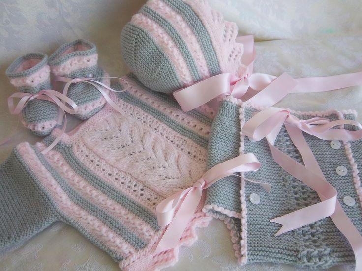 En rosa y gris por Mi Sala de Costura http://misaladecostura.blogspot.com.es/2015/03/conjunto-bebe.html