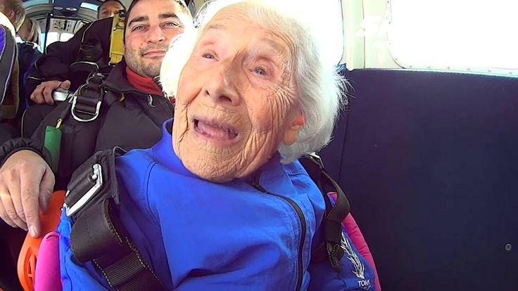 96 Year Old Betty Hiple's Tandem skydive! 剛剛文章的那個小男孩真的是糗大了!!這96歲的老奶奶,無畏無懼英勇上場挑戰 跳傘 ,淡定的神情及堅強的語氣,已經活了將近一世紀的她,真的是值得各位學習,活到老,玩到了的極限精神!! http://youtu.be/zrbq2Y_-yJk