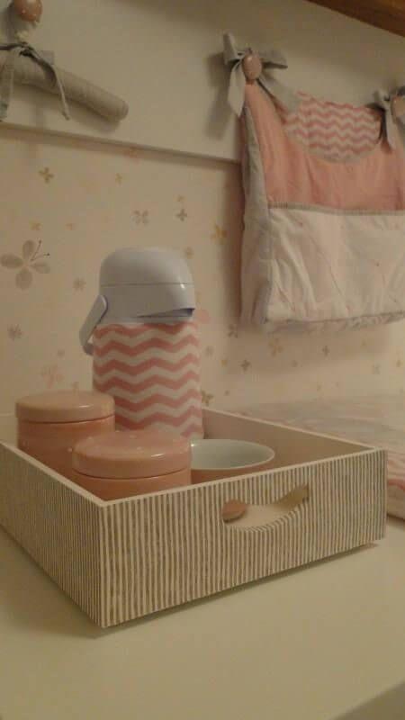 a011d2df5 Quarto de bebê menina com porta-fraldas em tons de rosa Projeto de Meyer  Cortez