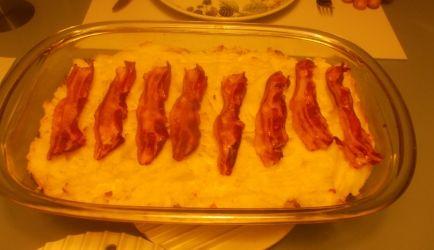 Lekker pittige ovenschotel. Door het gebruik van de mosterd en crème fraîche krijgt de kool een lekkere romige smaak. Geen aardappelpuree bovenop, maar...