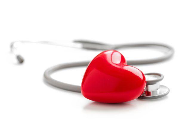 Torsion du cordon spermatique : Définition22 juin 2007Les artères, veines et nerfs arrivent à chaque testicule dans un cordon appelé cordon spermatique. Lorsqu'il se tord sur lui-même, on parle de torsion du cordon spermatique.Cette torsion engendre un risque de perte du testicule. Cette situation est rare. Elle peut survenir à tout moment de l'enfance ou de l'adolescence. C'est une urgence chirurgicale.