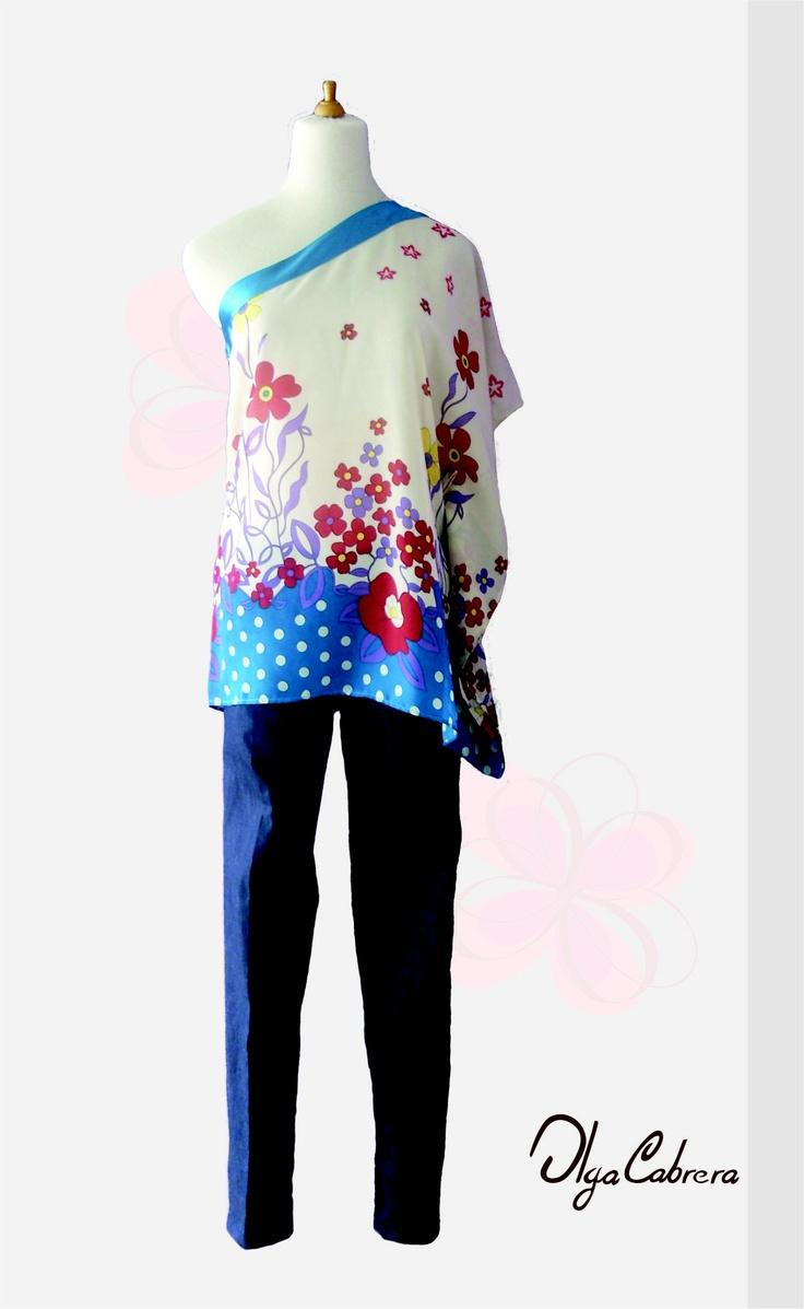 - Articulo: Blusa de un solo hombro estilo pañueleta fabricada en chifon  estampado.  Articulo: Pantalón descaderado con bolsillos funcionales delanteros y traseros fabricado en jean.