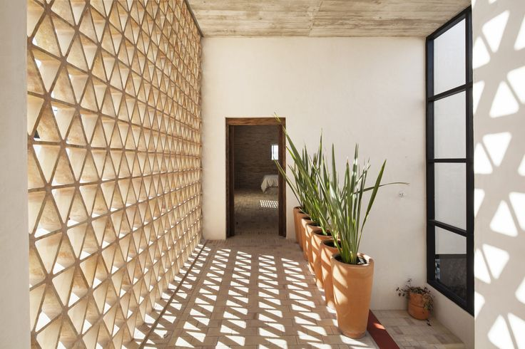 Completed in 2016 in Alvarado, Mexico. Images by Adrian Llaguno / Documentacion Arquitectonica. . Casa Iguana can be synthesized in three independent volumes connected by a bridge. The space generated in between is delimited by three lattice...