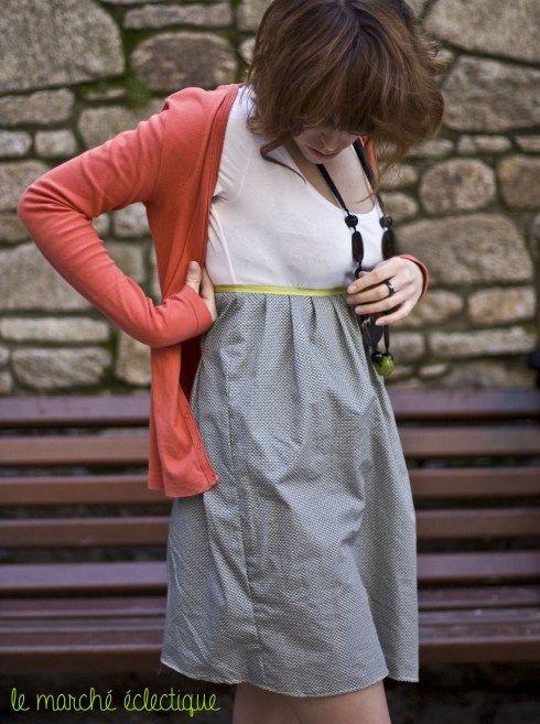 Robe faite avec un Tshirt et une bande de tissus (deux fois la taille)