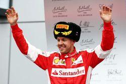 Sebastian Vettel, Ferrari, fête sa seconde place sur le podium