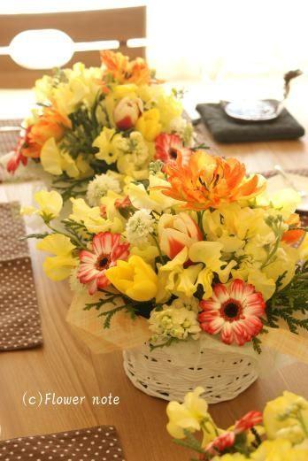 今月の「小さなお花の教室」春のお花満載です。自宅レッスンでは、毎回違うテーマで違うお花違う色あわせ・・・どんなお花が登場するかはその日の市場と気分(?!)次第…