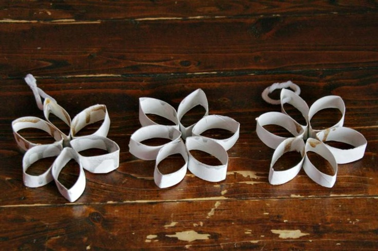Toilet Paper Roll Snowflake Craft - Melissa Howard I have done this with a prep class. They loved it. Use staples to stick the rings together. You will need aides/parent helpers for this age group.
