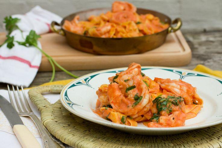 Tagliatelle met scampi en tomatenroomsaus