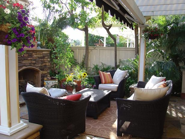 Outdoor living room w/add'l awning attached to pergola!