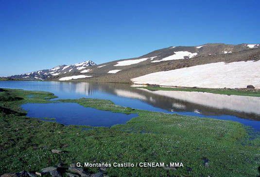 Parque nacional Sierra Nevada. Granada-Almería, Andalucía.España. En Sierra Nevada existen multitud de lagunas, la mayoría de ellas son de origen glaciar.