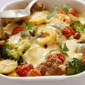 Ovenschotel met groente, aardappel en gehakt balletjes