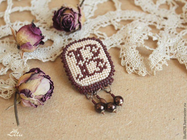 """Купить Брошь-кулон с вышивкой бисером """"Анна Болейн"""" - винтажная брошь, брошь ручной работы"""
