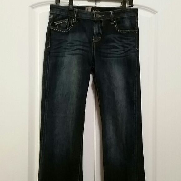 Kut Jeans Really nice jeans with fun stitching, great condition. Not a skinny jean but straight with only slight flair at bottom so they look great with heals! Kut Jeans