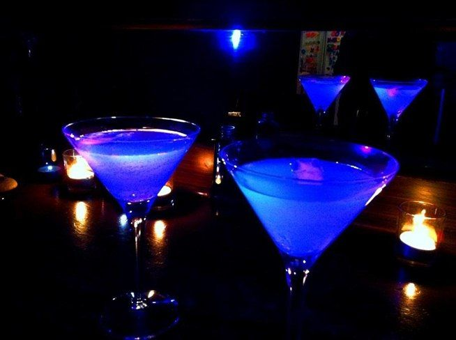 Brighten Up Your Party with These Cool Glow-in-the-Dark Cocktails « Beverages