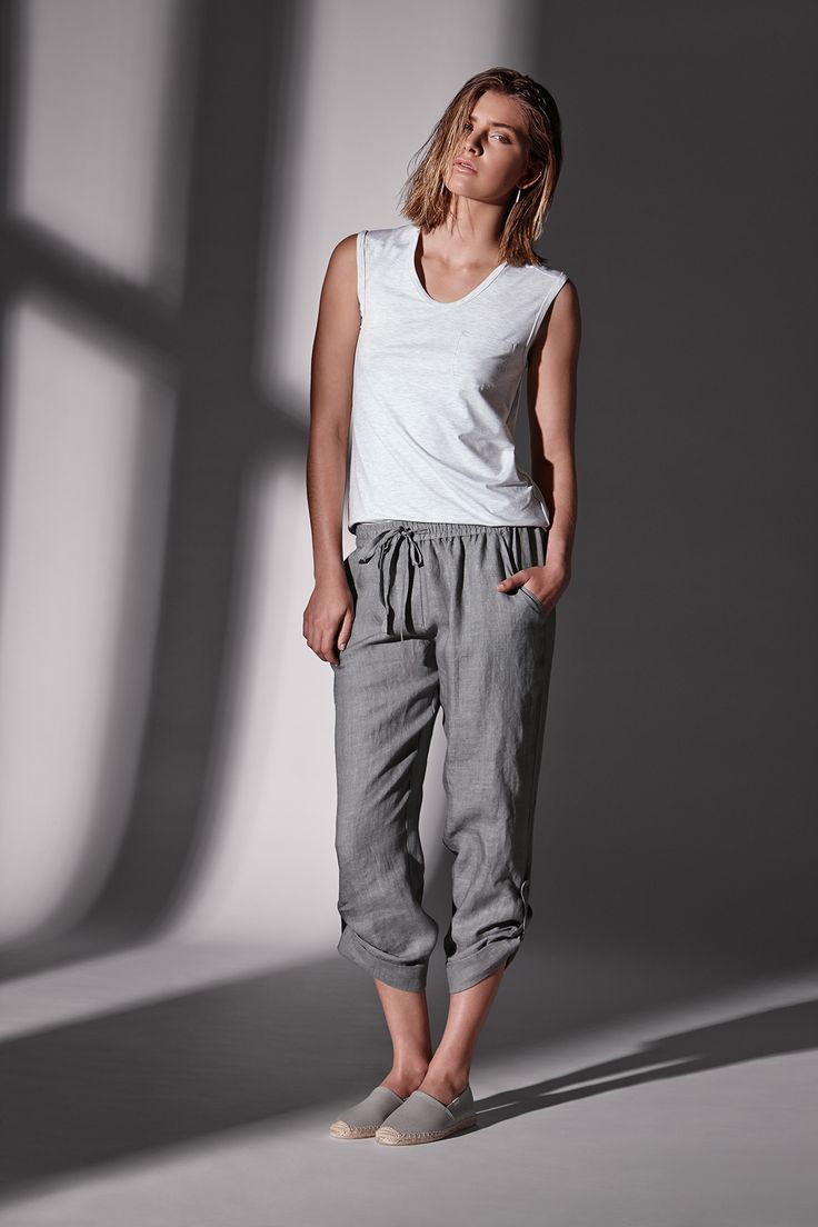 Cylinder tank and linen tab pant.