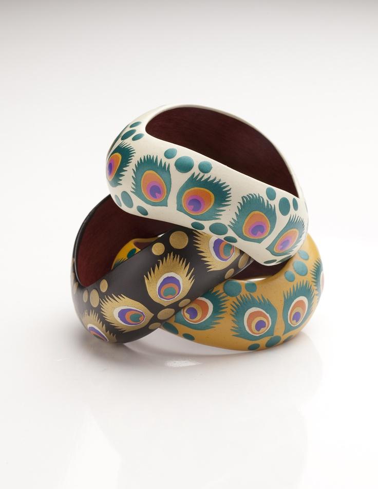 Pulseras en Mopa Mopa elaboradas por artesanos colombianos de Malili Otoya.