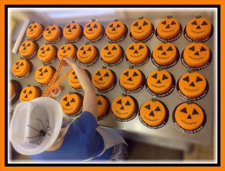 halloween cupcakes delivered
