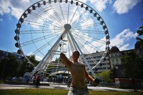 """Das 65M hohe Riesenrad """"SZIGET Eye"""" in der Budapester Innenstadt am Erzsébet tér bietet eine wunderbare Aussicht."""