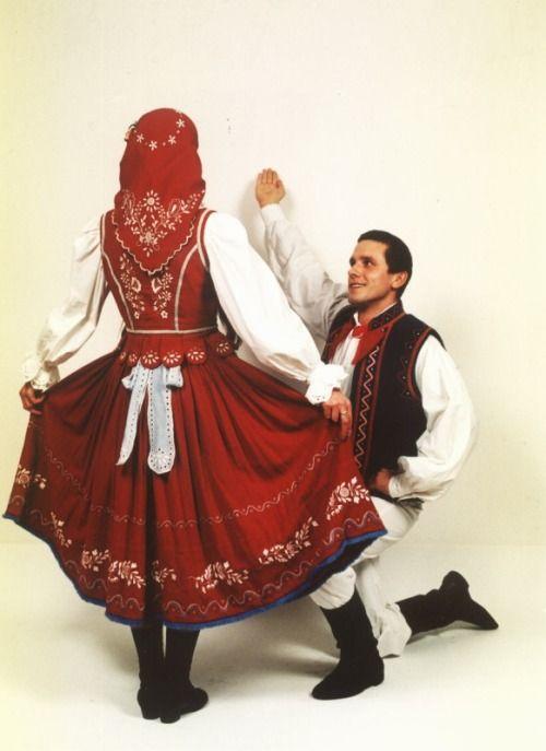 Regional costumes from Powiśle, Poland http://polishcostumes.tumblr.com/