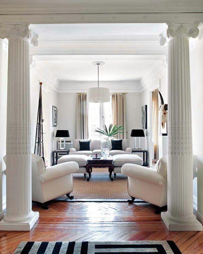 Design néoclassique avec moulures au plafond et colonnes