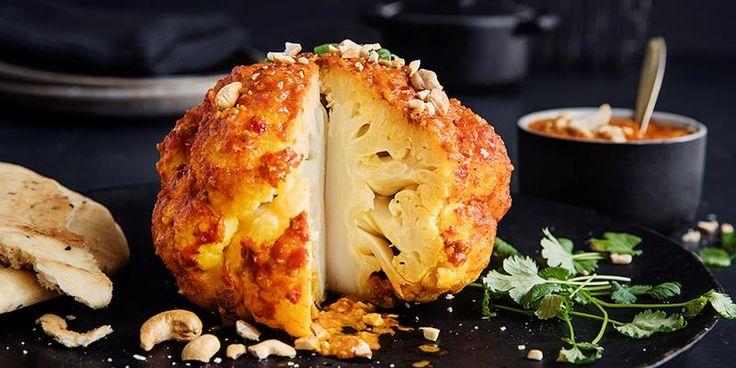 Kan det friste med billig vegetarmiddag som virkelig metter? Oppskrift på gratinert blomkål med indisk, spicy tikka masala-saus.