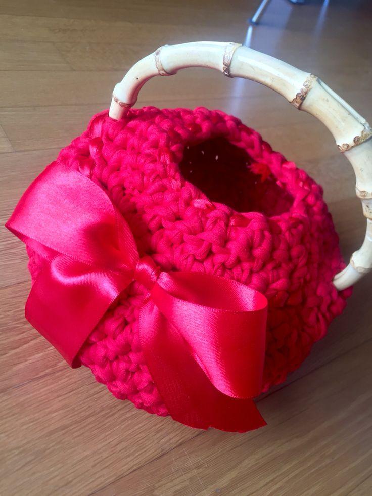 Ma e' il cestino di Cappuccetto Rosso? 😄 pochette borsa cestino....fatene cio' che volete....
