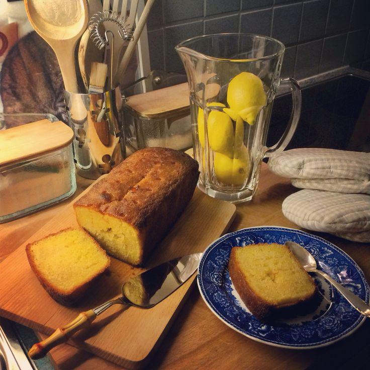 Home made classic lemon cake