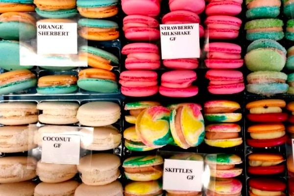 You can get gluten free macarons made to order at Whiskey Business in Capalaba (east of Brisbane, Australia), which also doubles as a popular gluten free-friendly café.